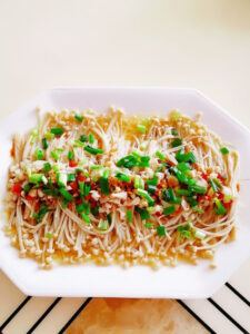 Flammulina with garlic, 1 delicious Chinese dish 8